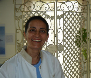 dr-simi-in-her-clinic